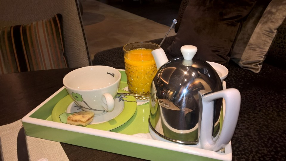 Tee and freshly squeezedorange juice