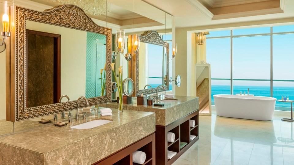 Royal Suite Bathroom (Image Source: Ajman Saray / ajmansaray.com)