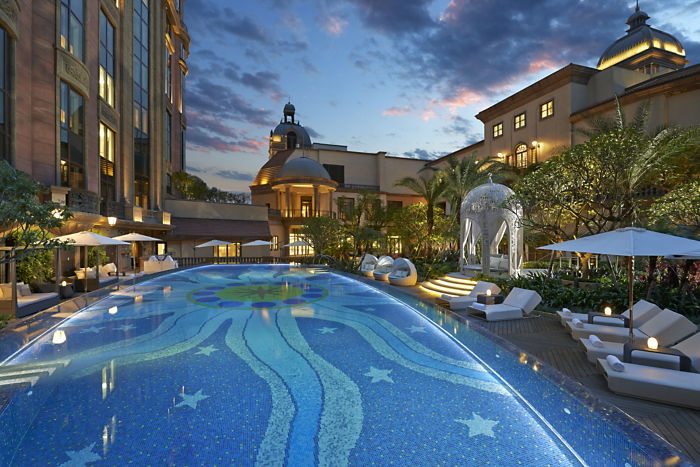 Swimming Pool (Image Source: Mandarin Oriental Taipei / mandarinoriental.com)