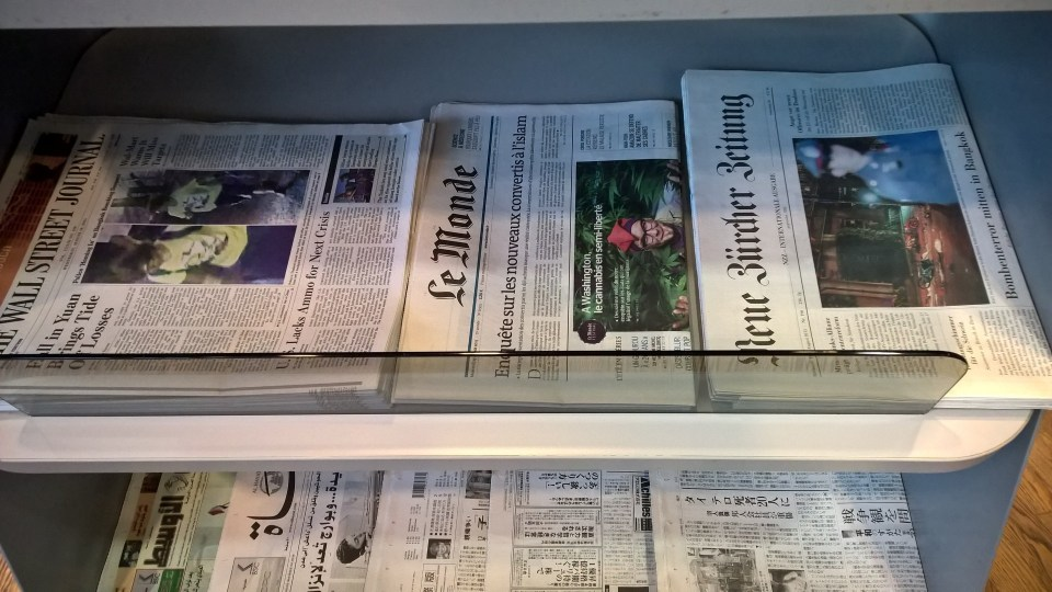 Lufthansa Business Lounge Frankfurt B44 Newspapers