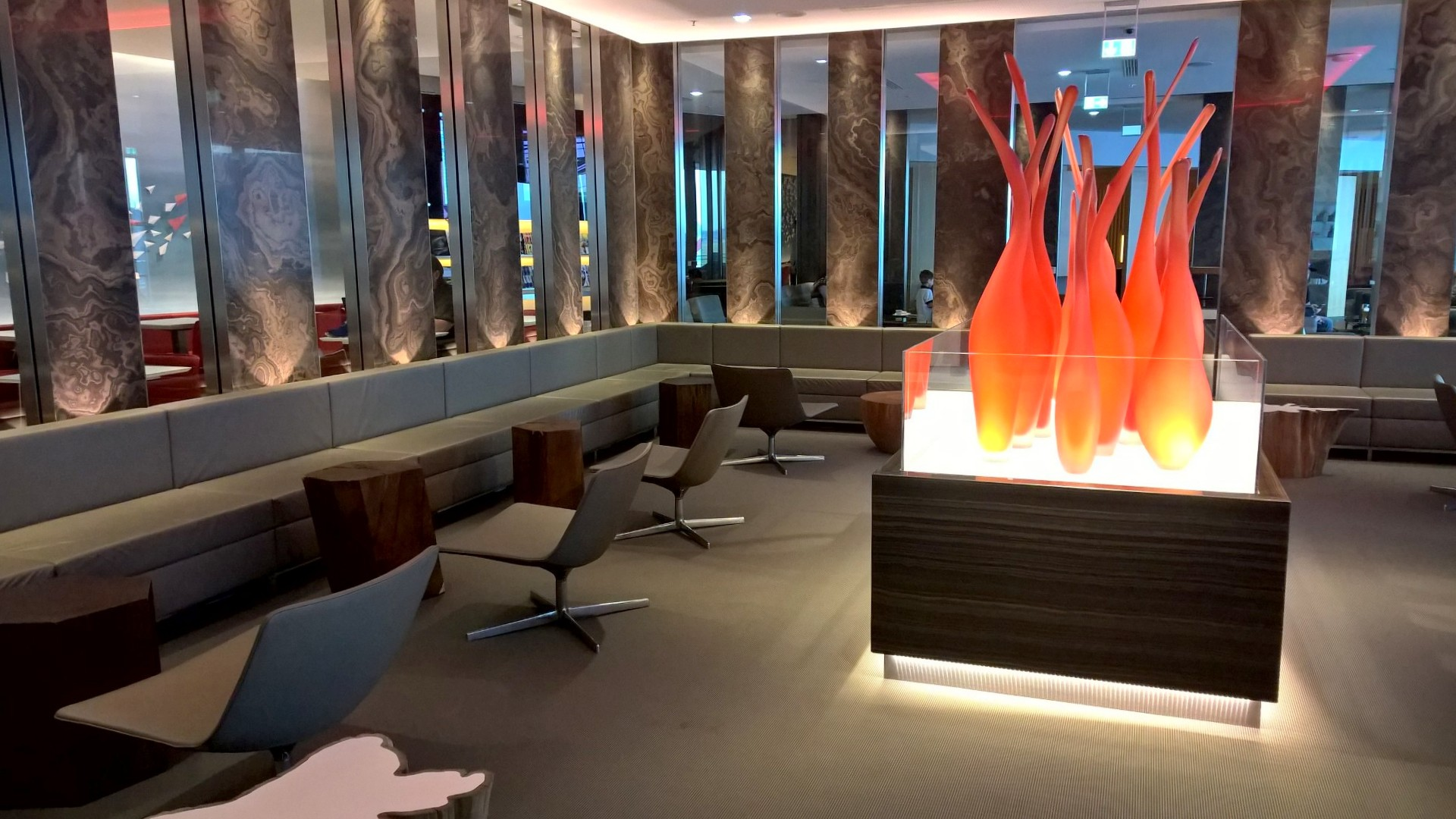Maple Leaf Lounge Frankfurt Seating