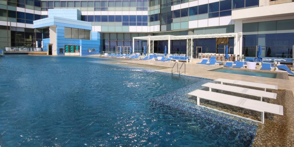 InterContinental Cartagena Sunset Pool