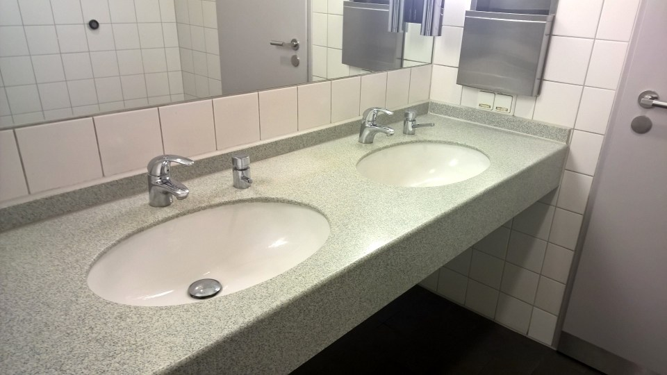 Lufthansa Senator Lounge Berlin Washrooms