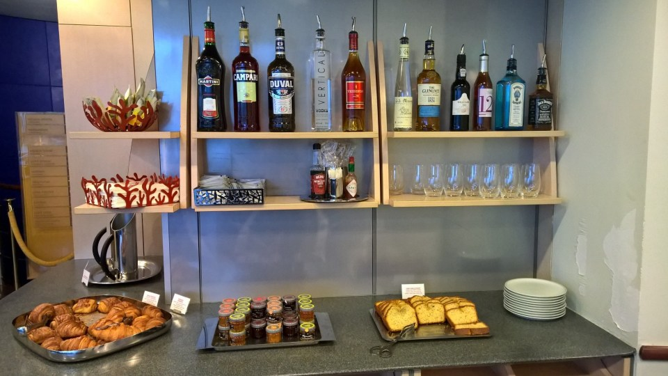 Air France Lounge Paris CDG 2F Buffet