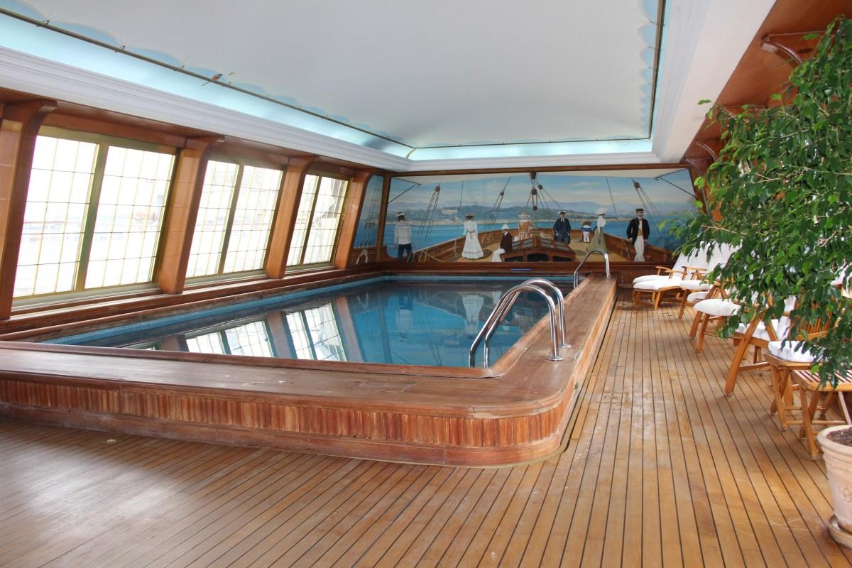 Le Bristol Paris Pool