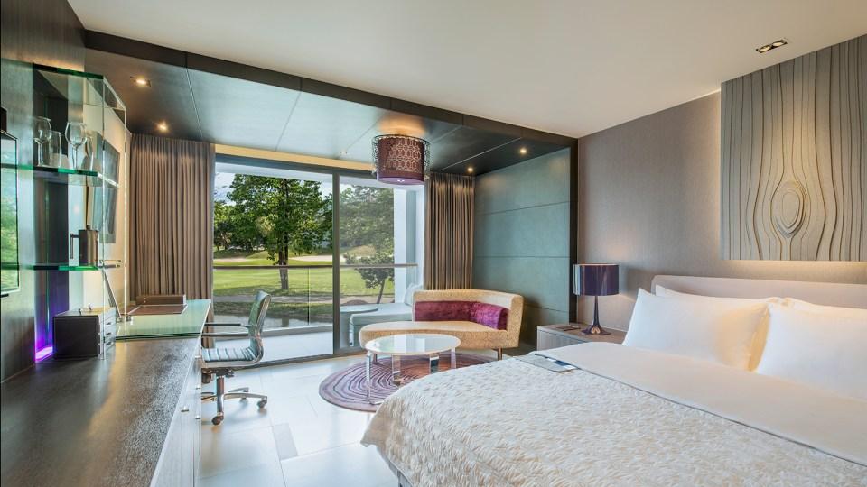 Le Méridien Suvarnabhumi Grand Deluxe Room