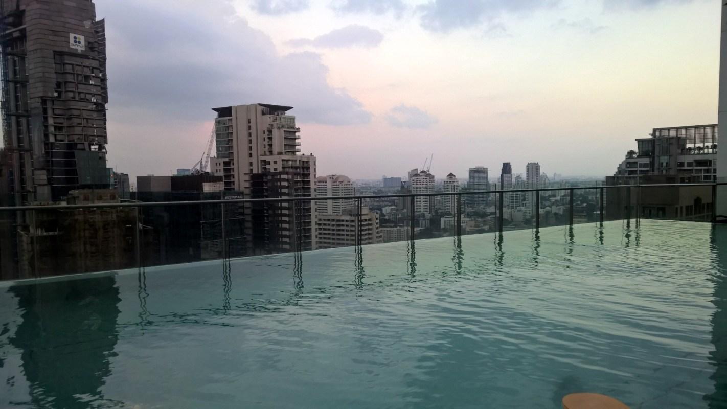 Hilton Sukhumvit Bangkok Pool