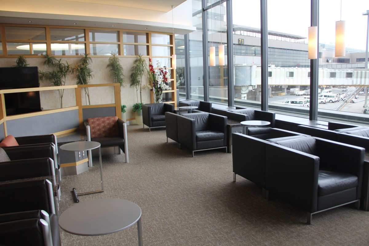 American Airlines Admirals Club Tokyo Narita Seating