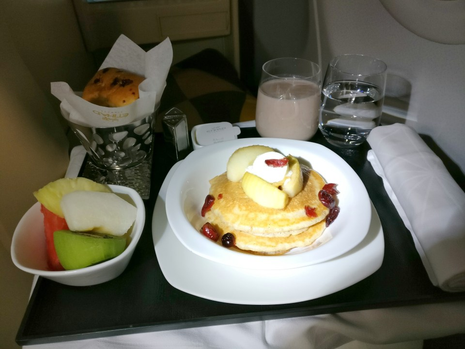 Etihad Airways Airbus A340-600 Breakfast