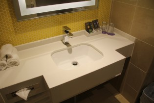 Novotel Sydney Central Standard Room Bathroom