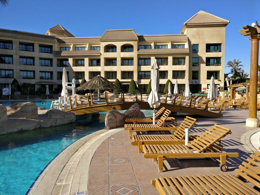 Hilton Pyramids Golf Resort Outdoor Pool