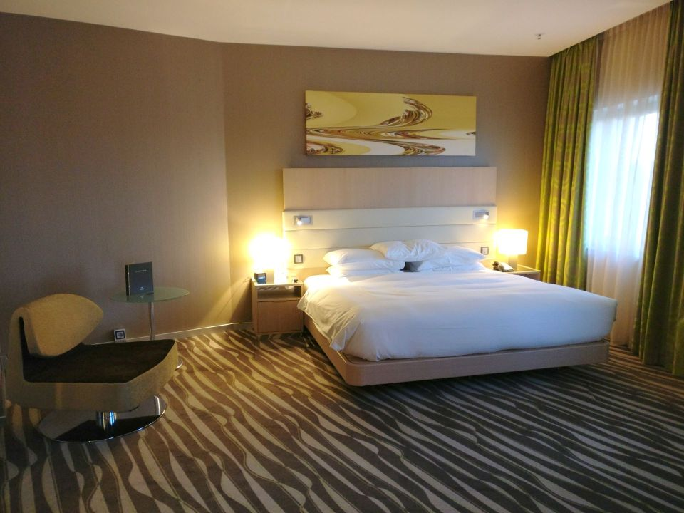 Hilton Frankfurt Airport Executive Suite Bedroom