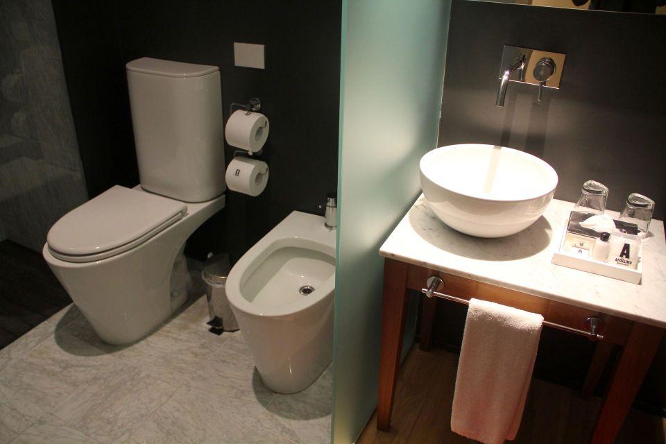 Anselmo Buenos Aires Standard Room Bathroom