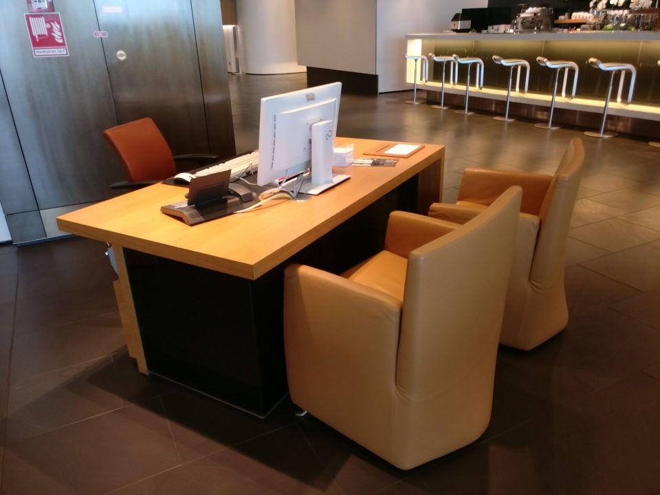 Lufthansa First Class Lounge Frankfurt A Service Desk