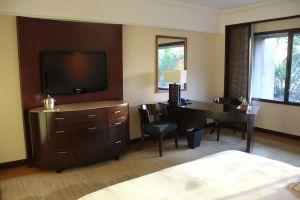 The Peninsula Manila Club Room