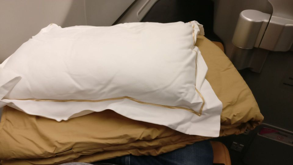 Alitalia Business Class Airbus A330 Bedding