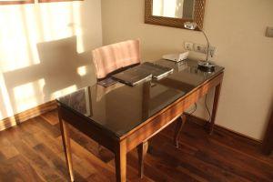 Hilton Alexandria King's Ranch Suite Living Room