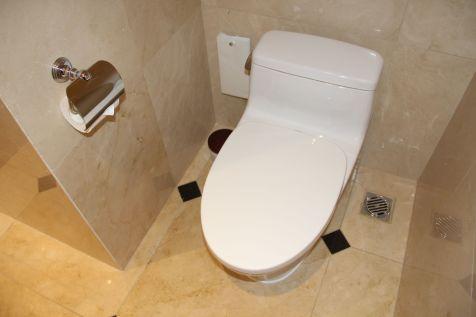 Sofitel Legend Metropole Grand Deluxe Room Bathroom