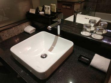 Sofitel Saigon Plaza Superior Club Room Bathroom