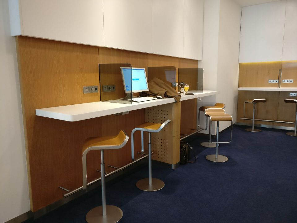 Lufthansa Business Lounge London Business Center