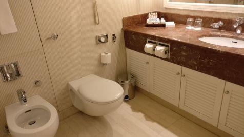 InterContinental Athens Athenaeum Club Room Bathroom