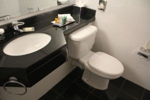 Hilton Belfast Executive Room Bathroom