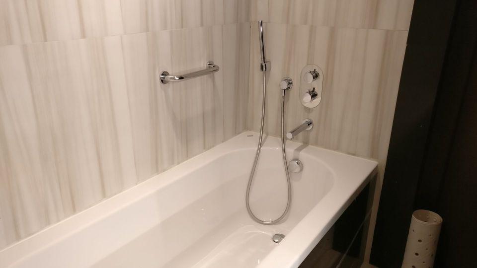 Radisson Blu Chisinau Junior Suite Bathroom