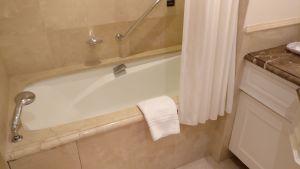 InterContinental Carlton Cannes Deluxe Room Bathroom