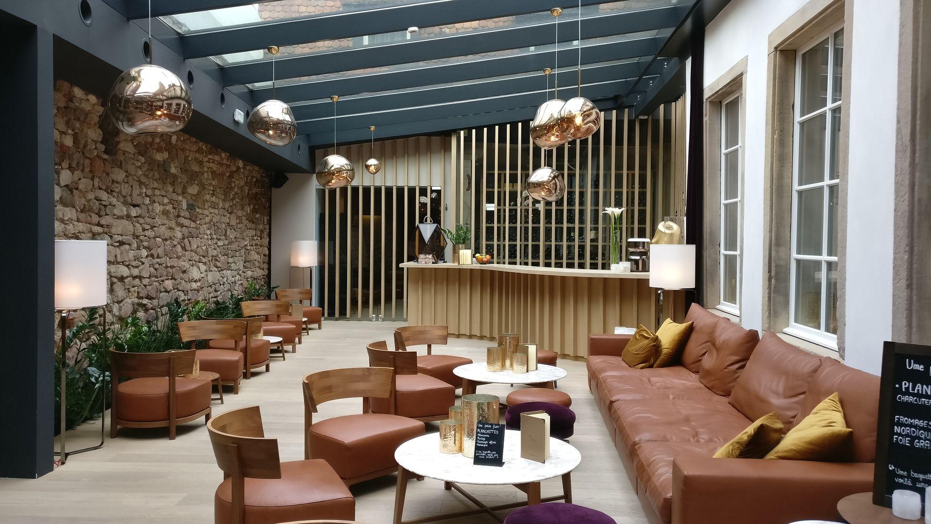 5 Terres Hotel Barr Lobby