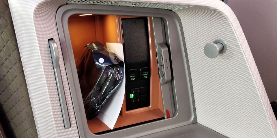 Singapore Airlines Business Class Boeing 787-10 Storage