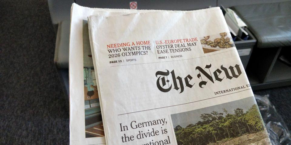 LOT long haul Business Class Newspaper