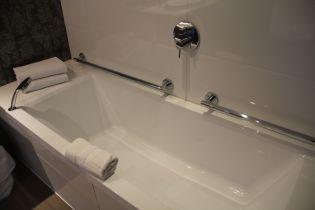 Golf du Medoc Resort Suite Bathroom 2
