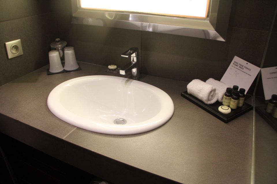 Pullman Montpellier Centre Deluxe Room Bathroom