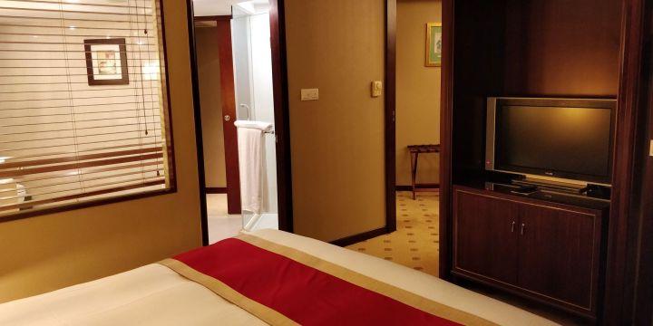 Sofitel Shanghai Hyland Prestige Suite