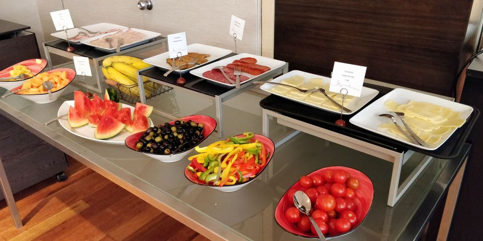 Hilton Budapest Old Town Lounge Breakfast