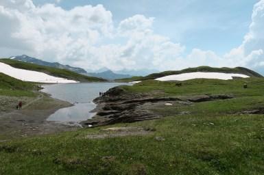 Nevai sulle sponde del lago