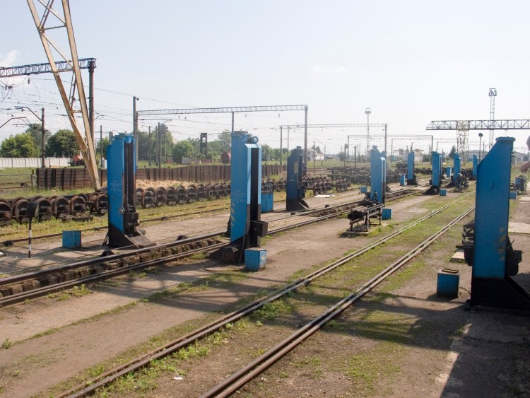 Bogie_change_station_at_Chop_station_Ukraine