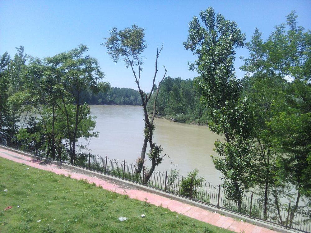 River Jhelum in Avatipora, Kashmir, India