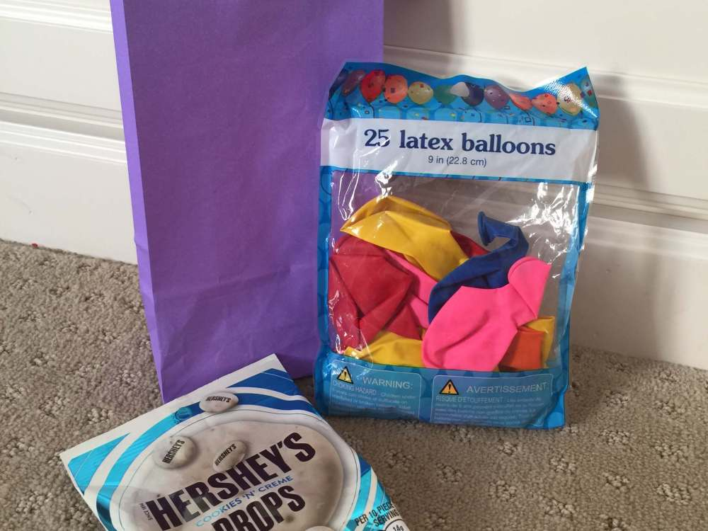 Road Trip activities featured by top US family travel blog, Travel with a Plan: Balloon and candy road trip activity bag