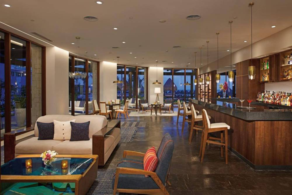 Top U.S. Travel Blog, Travel With A Plan:  Dreams Playa Mujeres review - Preferred Club Lounge area