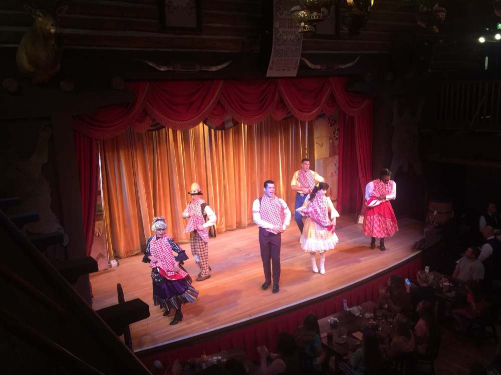 Disney non-park day-dining at the Hoop Dee Doo Musical Revue