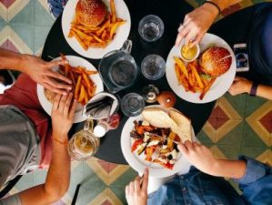 Top U.S. travel blog Travel With A Plan features the best Chicago Food Tours for families!
