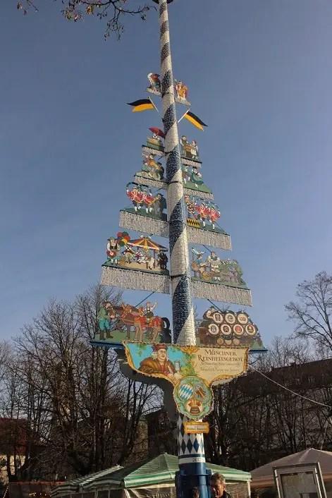 Maypole in Viktualienmarket, München