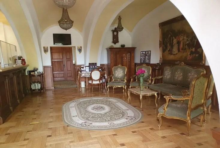 Castelul Haller din Ogra a fost transformat în hotel