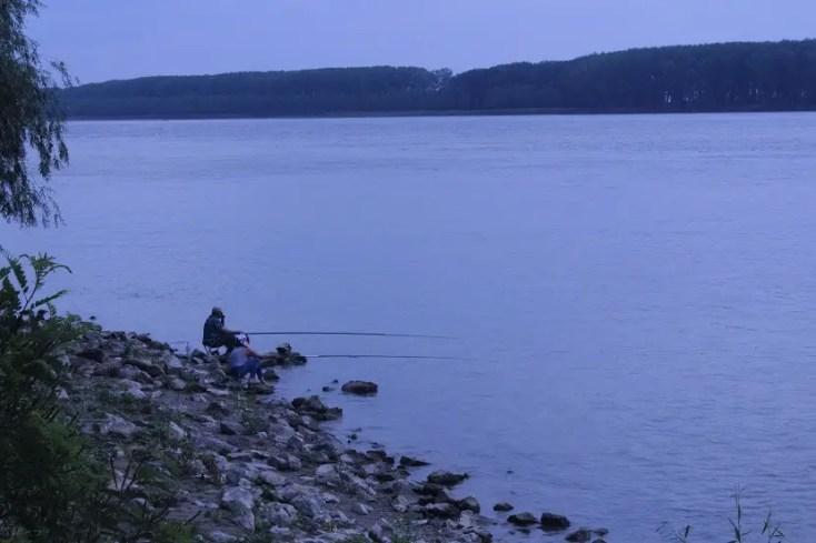 Pescari pe Faleza Dunării din Galați