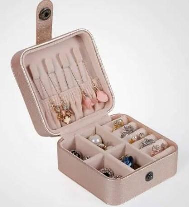 Mini cutie de bijuterii pentru calatorii