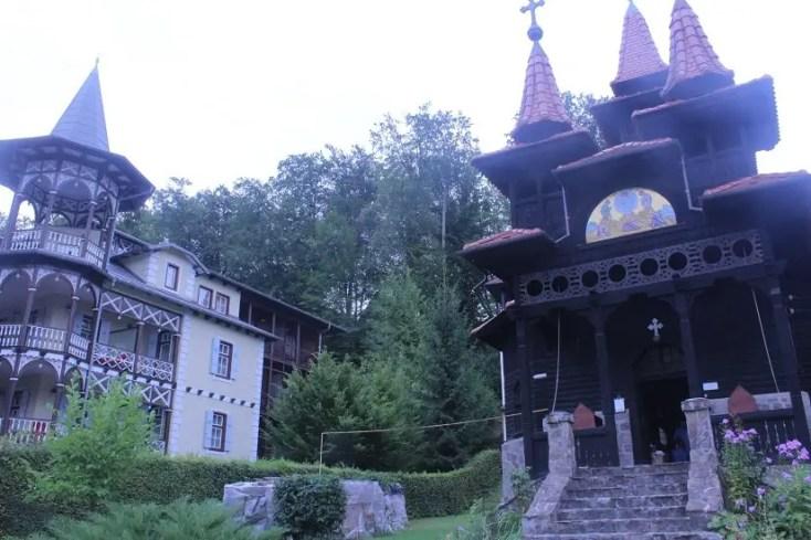 Manastirea din lemn din Sovata