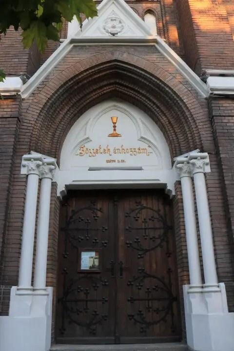 Biserica rosie din Arad