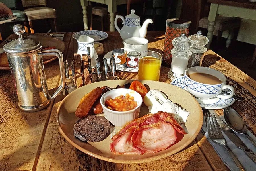 Breakfast at The Bell Inn, New Forest, Hampshire, England