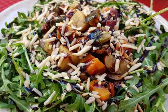 A superb salad at Casa do Prego in Lagos